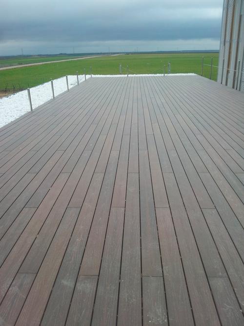 Suelo de madera exterior amazing elige la madera perfecta - Suelo exterior madera ...